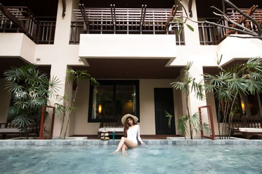 Deluxe Lanna Plunge Pool Access